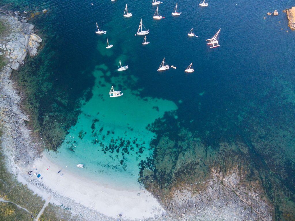 Les eaux turquoises de l'île de Penfret © Thomas Stefanczyk