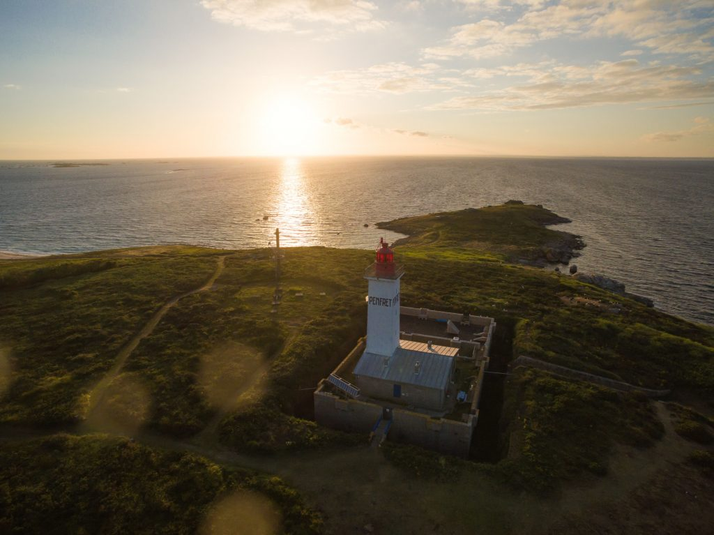 Soleil couchant sur le phare de Penfret © Thomas Stefanczyk